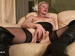 Fat women porn old granny playing with her wet pussy