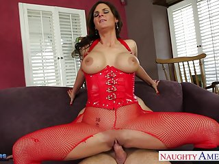 New homemade porn busty brunette phoenix marie gets nailed