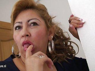 Mature mom luisa loves jerk off alone mature nl